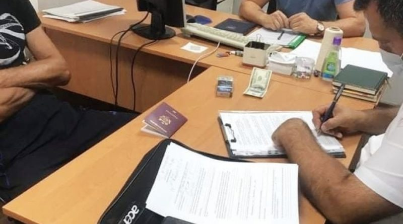 Житель Чадыр-Лунги подозревается в активной коррупции. Он предложил взятку сотруднику таможни