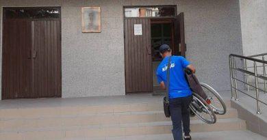 (Фото) В Кагуле полицейские задержали мужчину, который собирал милостыню, притворяясь инвалидом