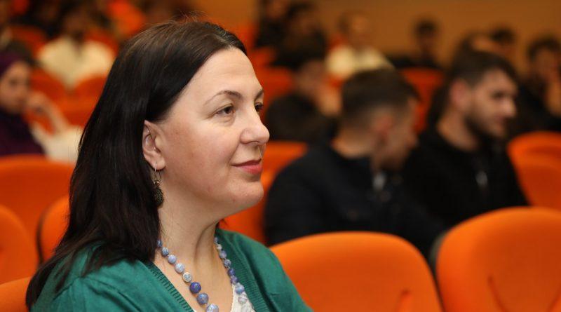 """""""Bilgisizlik işi yavaşıdêr"""" - dr. Güllü Karanfil, gagauz dilin ilerlemesi için"""