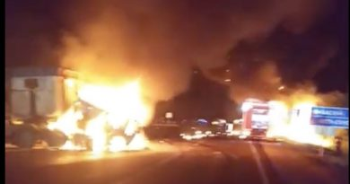 (ВИДЕО) На севере Молдовы столкнулись три большегруза. На месте погиб один водитель