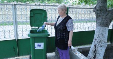 """""""Раньше от пластика гибли коровы"""". Как проект по сбору и сортировке мусора изменил село Сэрата Веке"""
