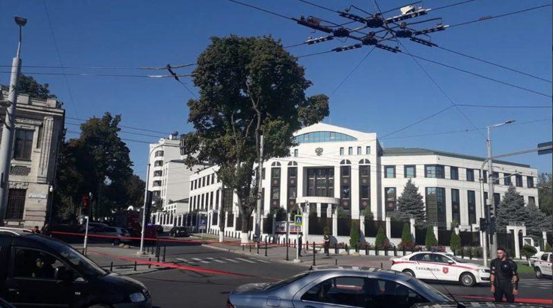 Неизвестный сообщил, что здание посольства России в Молдове заминировано. Информация оказалась ложной