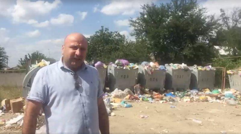 В Вулканештах неделю не вывозят мусор. Мэрия  винит в этом горсовет