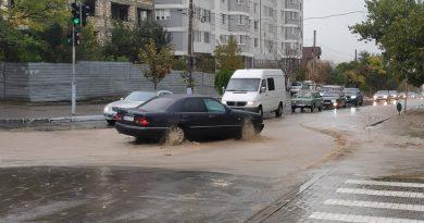 (Фото) Как выглядит центр Комрата, во время дождя