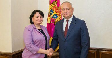 Игорь Додон наградил министра здравоохранения Орденом почета за особые заслуги перед государством