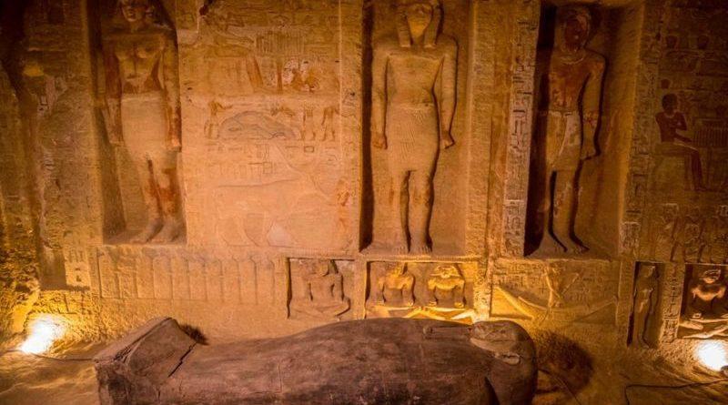 (Фото) В Египте на месте древнего захоронения обнаружено 59 саркофагов