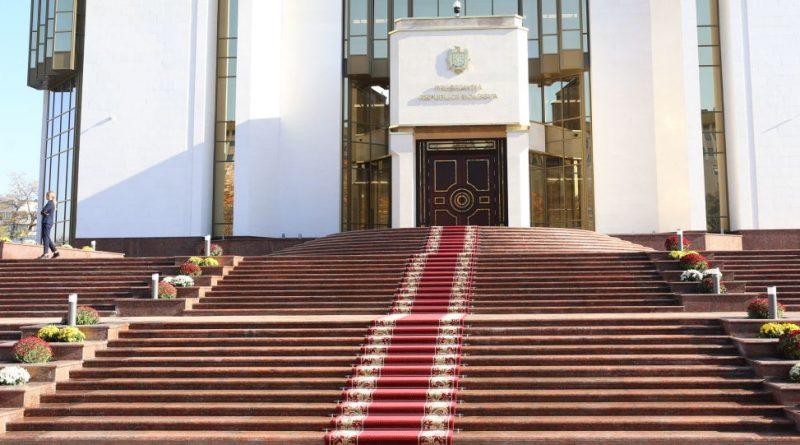 От роспуска парламента, до назначения судей. Какие полномочия есть у президента в Молдове