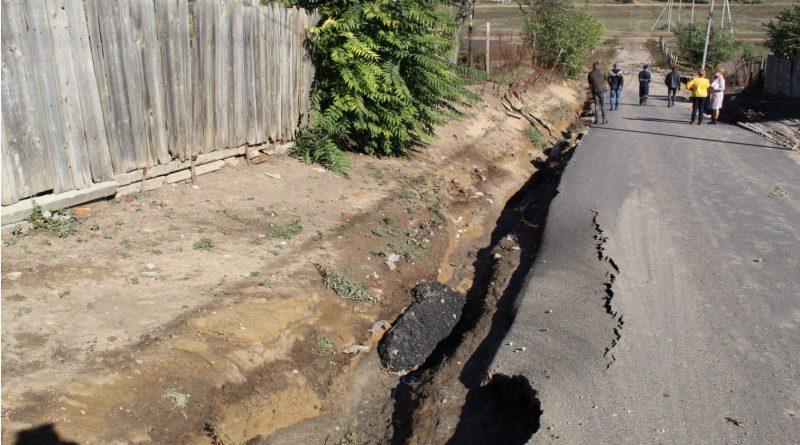 В Чишмикиой смыло дорогу, которой меньше года. Возместит ли ущерб подрядчик?