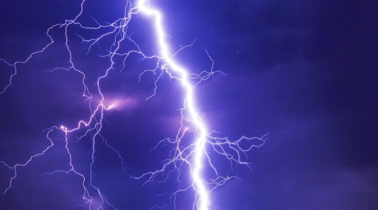 От удара молнии в лицее села Авдарма вышла из строя электронная техника