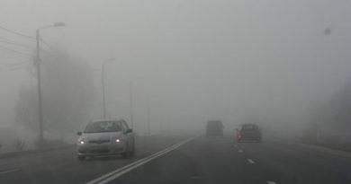Сегодня на дорогах страны густой туман. В полиции предупреждают водителей об осторожности
