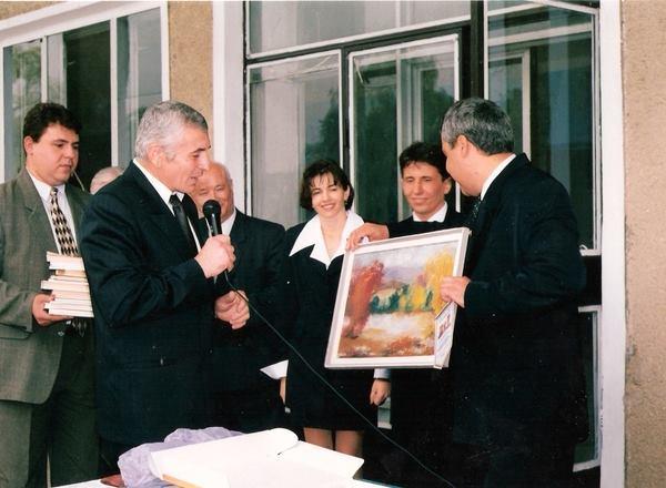 (Фото) 20 лет назад в Комрате открылся второй гагаузский университет. Рассказываем как он  возник и почему закрылся через год