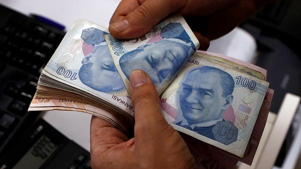 Турецкая лира с начала года обесценилась на 30%. Эрдоган уволил главу Центробанка