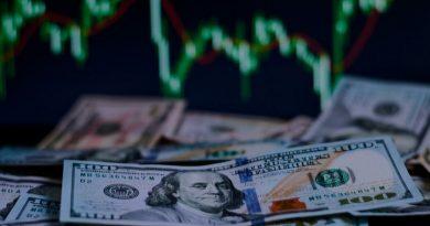 Доллару грозит обвал в 2021 году. С чем он будет связан?