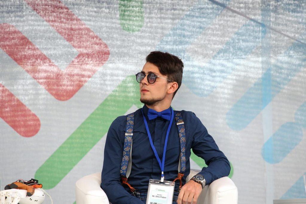 """""""Прототип бионической руки был готов за месяц"""". История 19-летнего изобретателя Дину Путере, который планирует создавать роботов"""