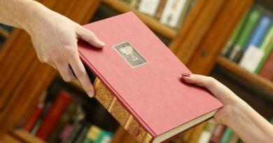 """""""Жду, что мне вышлют много романов о любви"""". В Инстаграм набирает обороты челлендж по книгообмену"""
