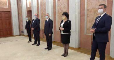 Представленные сегодня премьером министры дали присягу. Что о них известно?