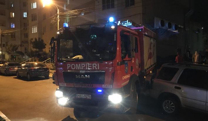 (Видео) В Кишиневе неправильно припаркованные машины блокируют доступ спасателей к домам