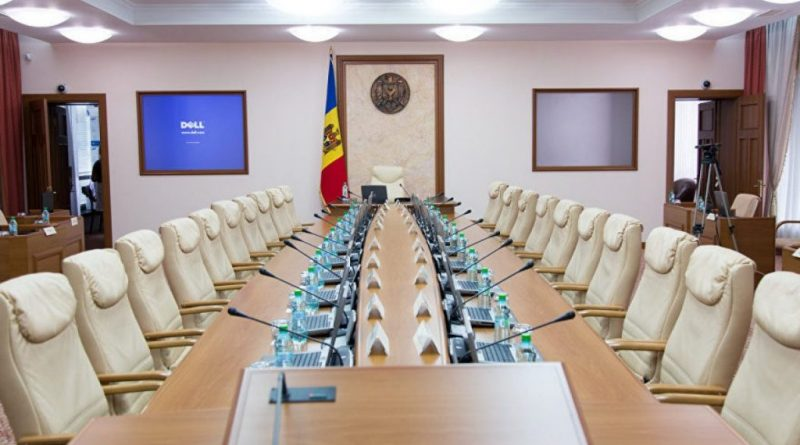 Премьер представил президенту список кандидатов на должности отозванных этим утром министров