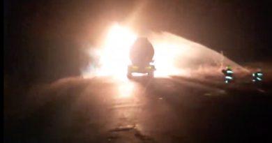 (Видео) На юге Молдовы  загорелась автоцистерна полная топливом. В тушении участвовали три наряда