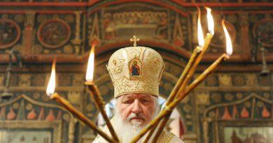 Патриарх Кирилл призвал покупать свечи только у предприятия РПЦ