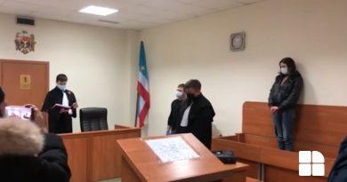 Обвиняемая в жестоком убийстве матери арестована на 30 суток (ВИДЕО из зала суда)