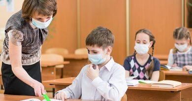 """""""Если у ученика нет маски, его не допускают к урокам"""". Как в школах соблюдают масочный режим"""