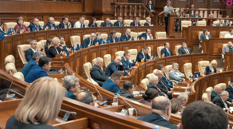 Депутаты парламента собрались сегодня на заседание. Но разошлись через 10 минут