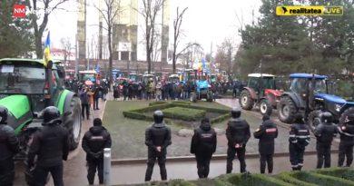 (Обновлено) Число участников протеста в Кишиневе растет. К фермерам присоединились транспортники и рестораторы