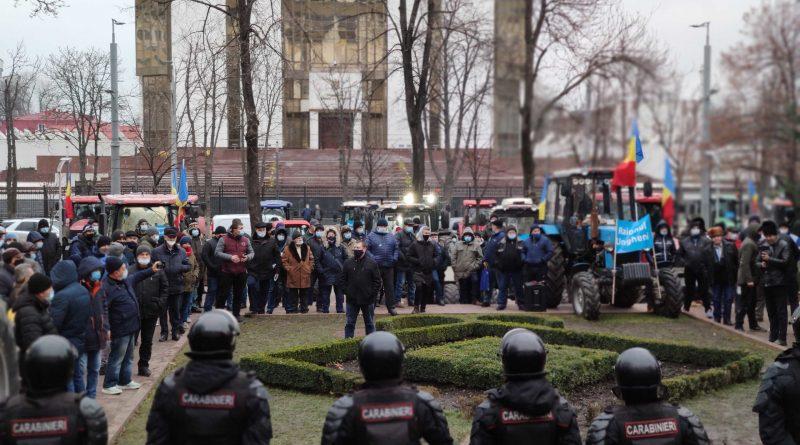 Фермеры заявили о продолжении протеста во вторник и пригрозили действовать «более жестко»