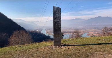 (Видео) В Румынии нашли таинственный обелиск. Точно такой же монумент недавно обнаружили в американской пустыне