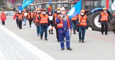 Строители вышли на протест. Они требуют от правительства «вмешательства в дела отрасли»