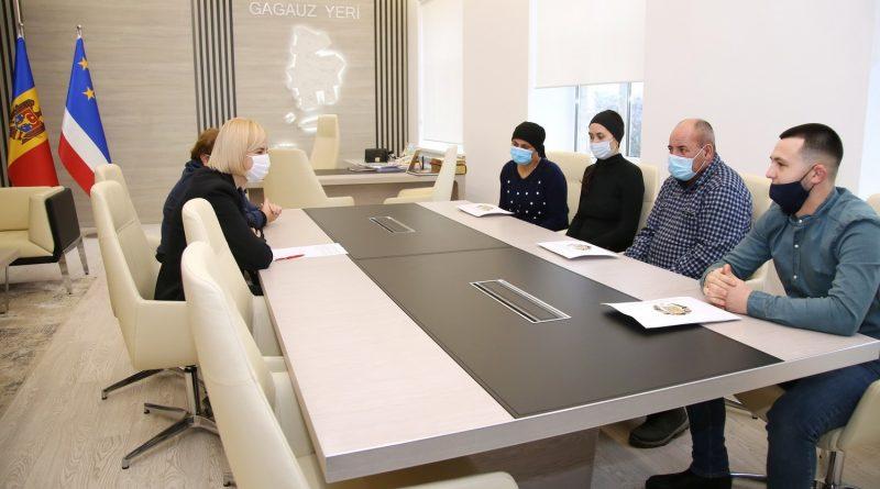 Семьи трех погибших от коронавируса медработников Гагаузии получат материальную помощь. С ними встретилась башкан