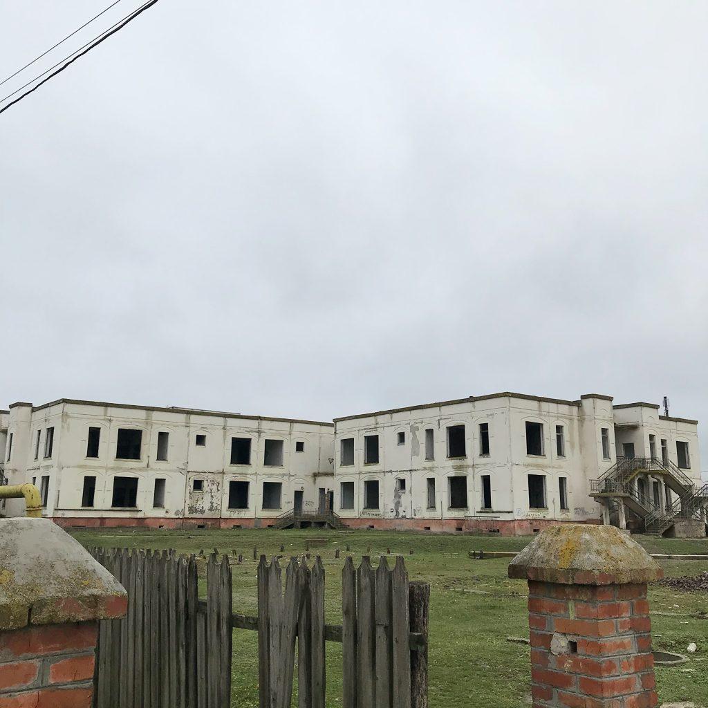 Вместо смеха и игрушек, тишина и руины. Как в селе Кирсово, из-за долгов колхоза, не открылся готовый детсад