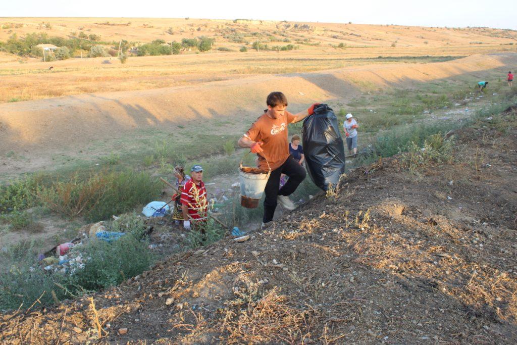 Вместо мусора - деревья. Как в селе Чишмикиой борются со стихийными свалками