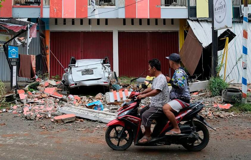 В Индонезии из-за серии землетрясений погибли 34 человека. Есть угроза цунами