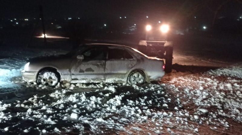 (Фото) Сотрудники пограничной полиции в Чишмикиой помогли разблокировать несколько автомобилей
