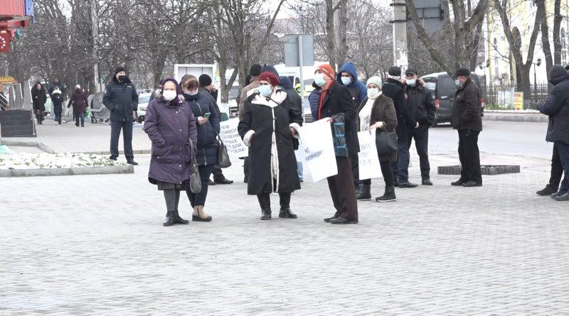 """""""Хотим быть услышанными"""". Жители сел Копчак и Дезгинжа провели митинг перед зданием исполкома и НСГ"""