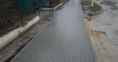 (Фото) В одном из микрорайонов Чадыр-Лунги подвели тротуары к детским площадкам
