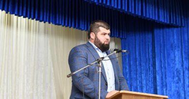 Парламентская комиссия объявила вакантной должность депутата. Место должен занять Григорий Узун