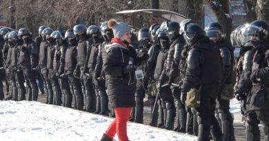Больше 50 журналистов пострадали в акциях протестов в России. Многие задержаны, к некоторым применили силу