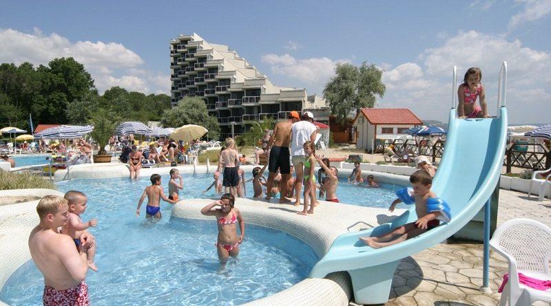 В Болгарии до начала летнего сезона намерены вакцинировать сотрудников туристического сектора
