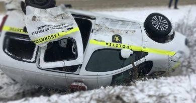 Машина полиции с задержанной по пути в суд попала в аварию на трассе Кишинёв — Унгены