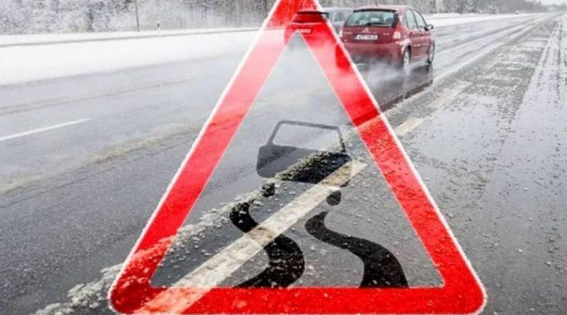 В Молдове гололед. Спасатели предупреждают об опасности на дорогах