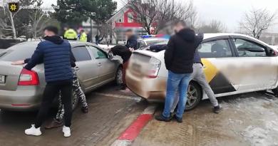 Пойманы с поличным. В Кишиневе в машине обнаружили наркотики на 200 тыс. леев