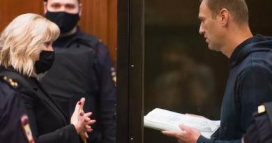 """(Аудио) """"Я нанес смертельную обиду тем, что я выжил"""". Речь Навального перед оглашением приговора"""