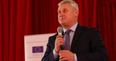 НПО в области СМИ призвали возбудить уголовное дело против мэра села Кирсово в связи с запугиванием журналиста
