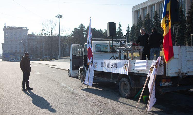 Ветераны войны на Днестре почтили память товарищей на главной площади Кишинева
