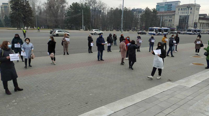 (Видео) В Кишиневе протестуют работники торговых центров