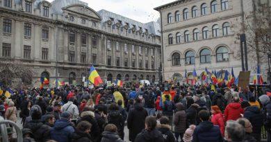 (Фото) В Румынии прошли массовые протесты против COVID-ограничений