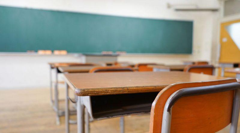 """Группа родителей требует отмены онлайн-образовательного процесса: """"Не было создано условий"""""""